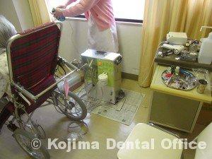リクライニング車椅子で診療