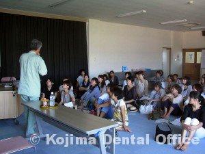 鶴ヶ丘小学校就学時健診時の歯科指導20122②